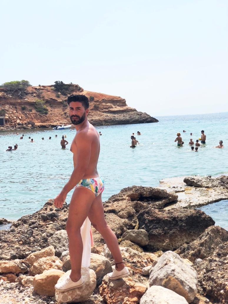"""Aprovecha los últimos rayos de sol con los bañadores-edición limitada de """"Antonio Segura"""""""